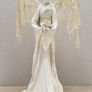 Anioł z różą