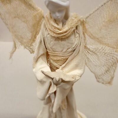 Anioł z gołąbkiem